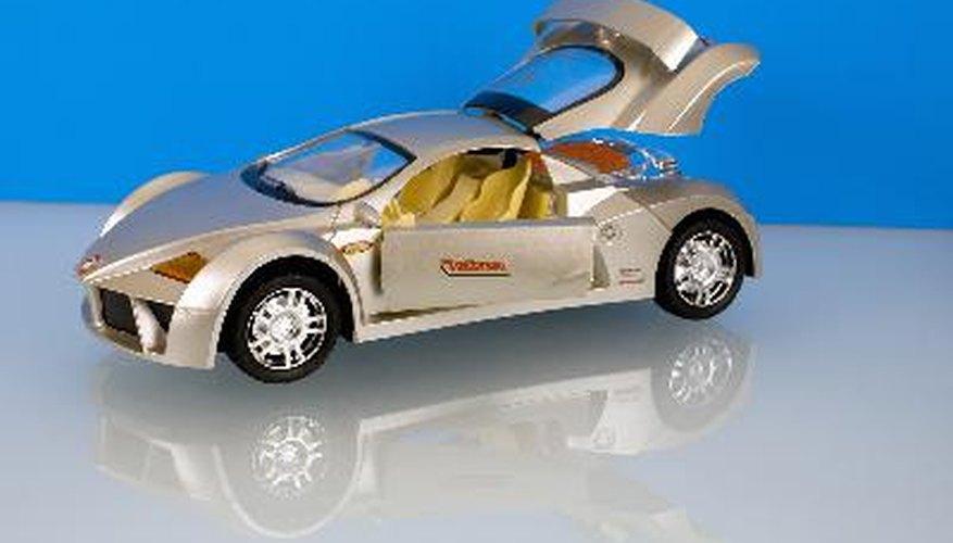 Existen juguetes a control remoto como helicópteros, motocicletas, autos y camiones.