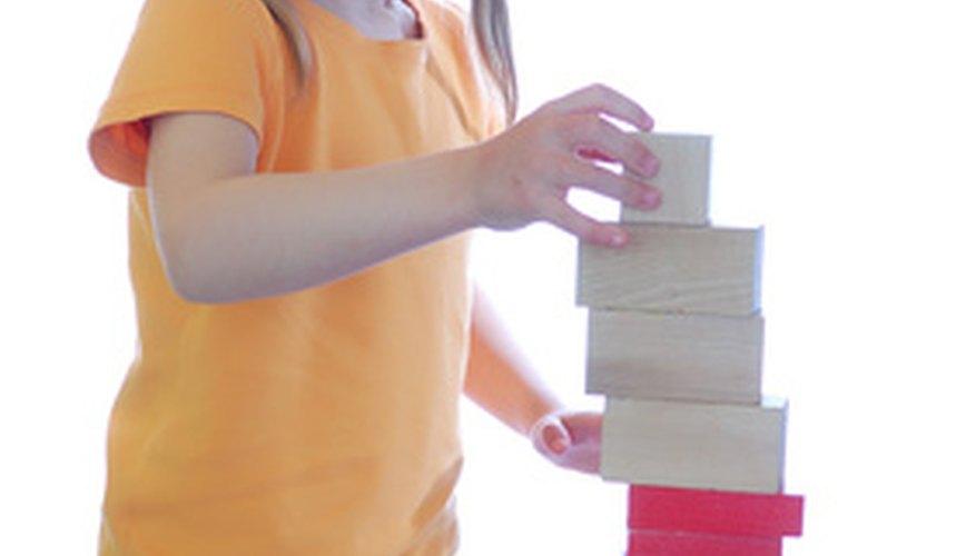 Los bloques de madera pueden ser costosos. Haz tus propios juguetes de madera gratis.