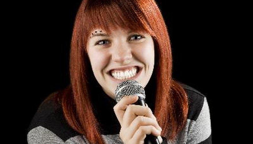 Singstar para PS3 te permite demostrar tus habilidades vocales en tu hogar.