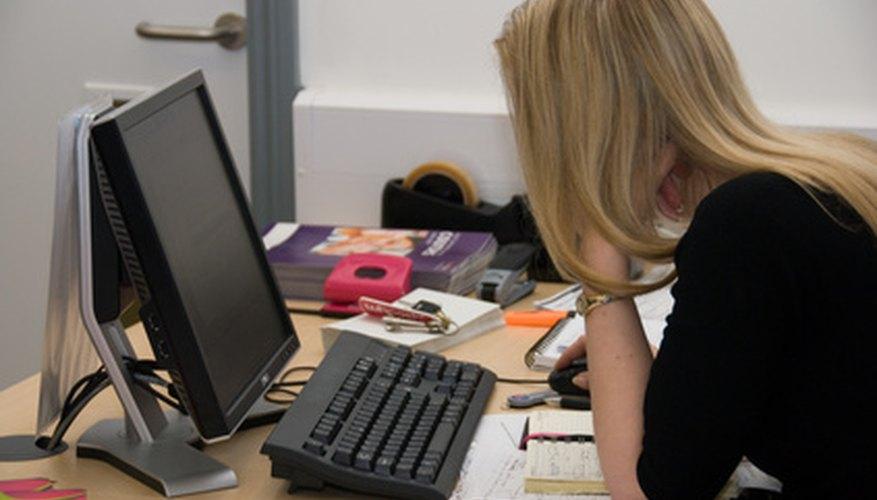 El asistente ejecutivo se mantiene ocupado gestionando la agenda de su supervisor.