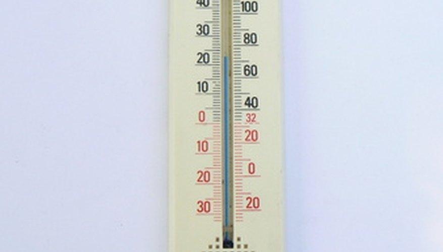 Algunos termómetros muestran temperaturas en Fahrenheit y Celsius.