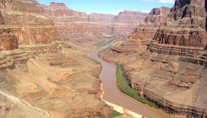 Los ríos corren cuesta abajo.