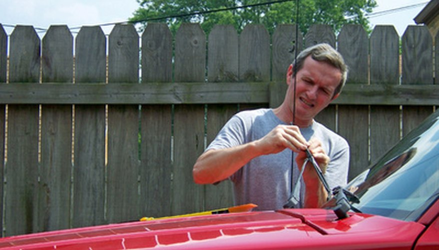 Cambia los limpiaparabrisas de tu auto para que estés más seguro.