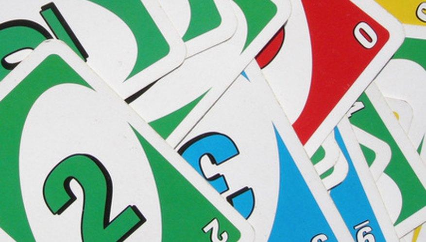 UNO Dice se juega con reglas similares a las del juego original de cartas UNO.