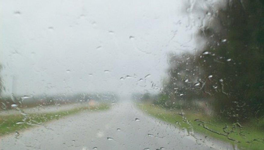 Puedes sentirte más cómodo conduciendo con mal tiempo sabiendo que tu camioneta tiene tracción en todas las ruedas.