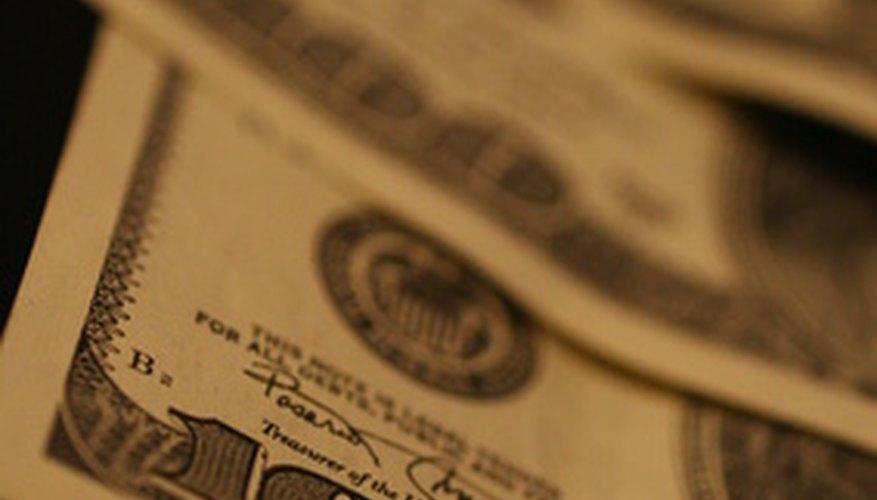 Moneygram te permite enviar dinero a otras personas en línea o en sus oficinas de servicio.