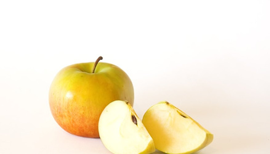 Apples contain pectin, quercetin and flavinoids, all of which provide various health benefits.
