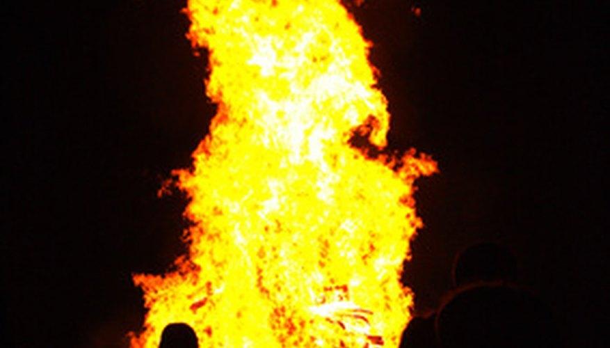 Las llamas hechas con aerógrafo deben reflejar las reales con múltiples colores.