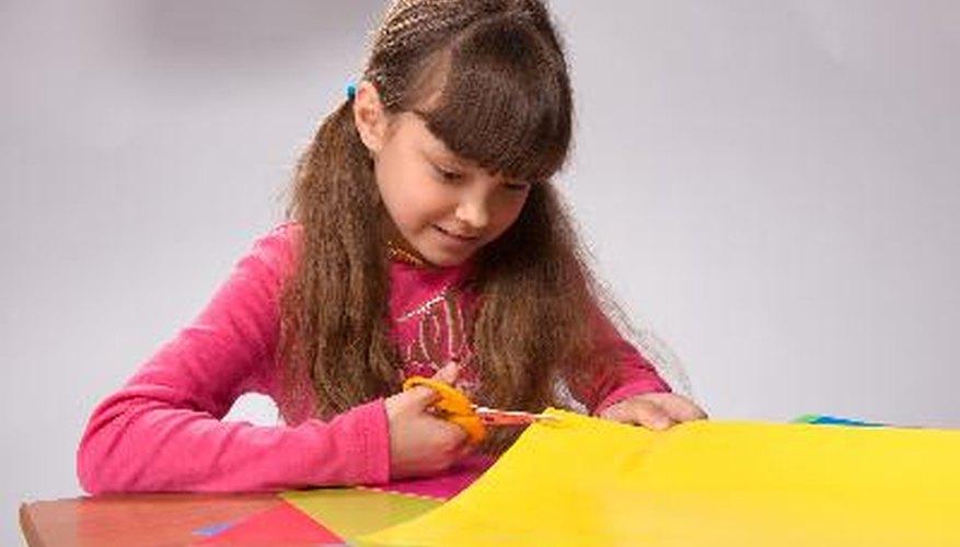 Actividades artísticas y manualidades para niños de 6 años que están solos en su casa.
