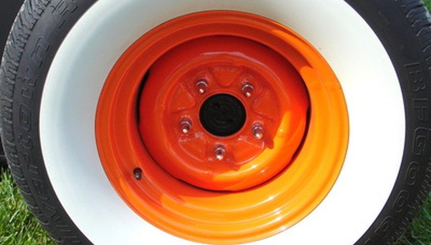 Identifica el patrón de los agujeros de las ruedas y sus pernos.