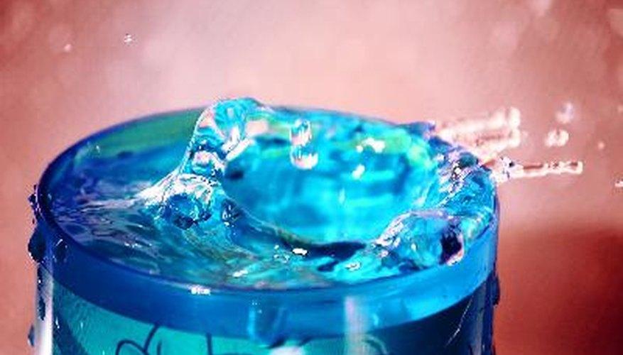 Los sistemas hidráulicos utilizan aceite, agua o algún otro líquido para producir trabajo mecánico.
