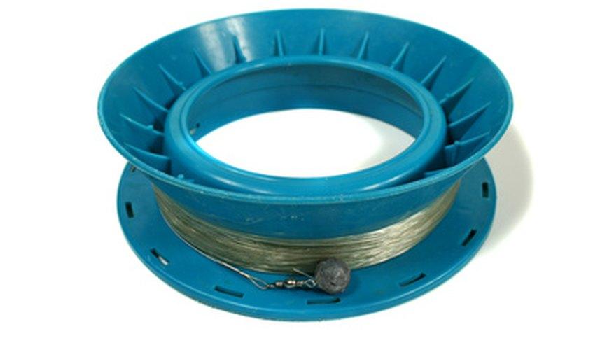 Un pescador frugal puede ahorrar dinero utilizando un molde para peso hecho en casa.