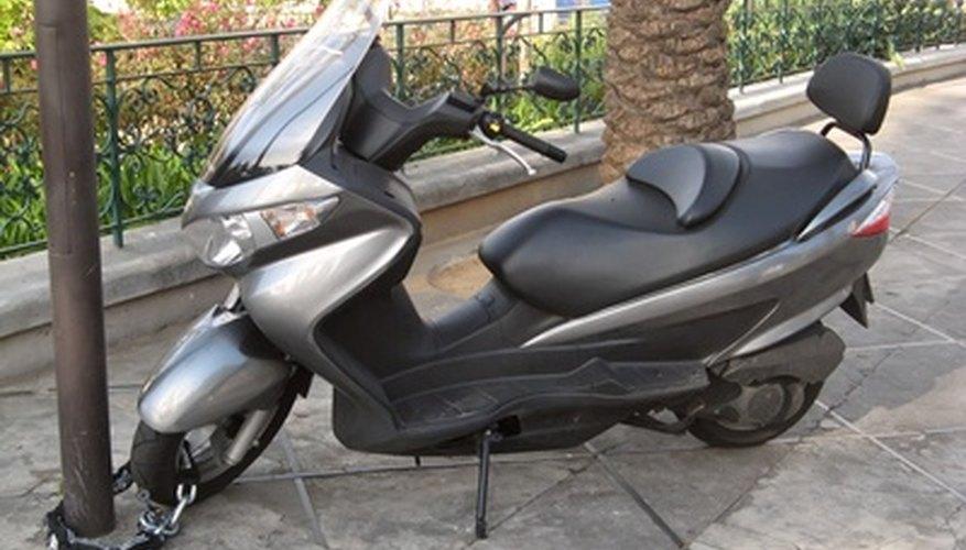 La velocidad de los scooters de 150 cc - similar en tamaño al mostrado en la imagen - está restringida por una arandela en el sistema variador.