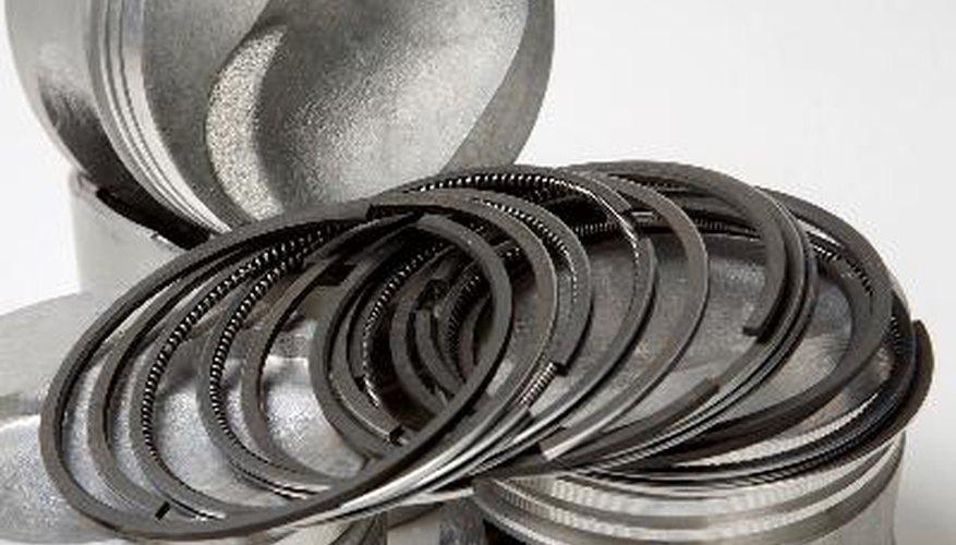 Los anillos de pistón son anillos abiertos que se sitúan en la parte superior del pistón.