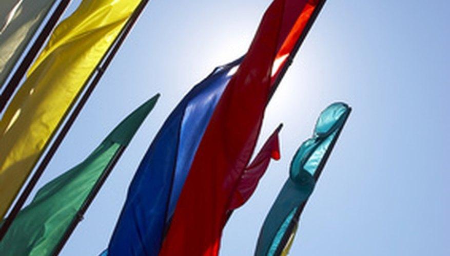 Las banderas de danza vienen en muchas formas, tamaños y colores.