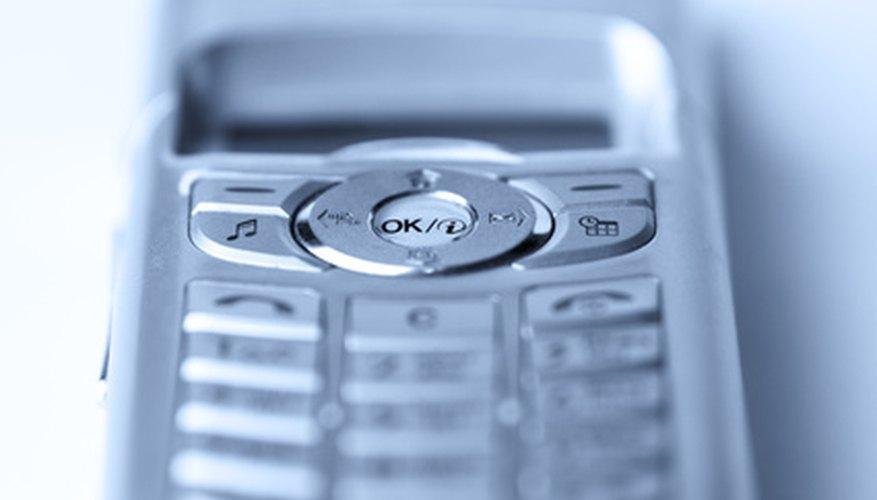 Habla sin usar tus manos cuando tu teléfono celular esté sincronizado con tu Mercedes.