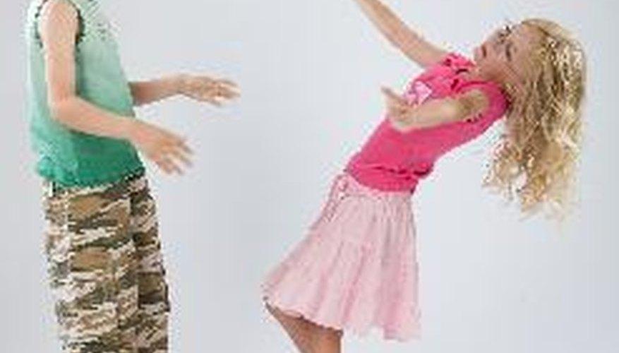 Una buena idea es añadir a las canciones gestos y movimientos.
