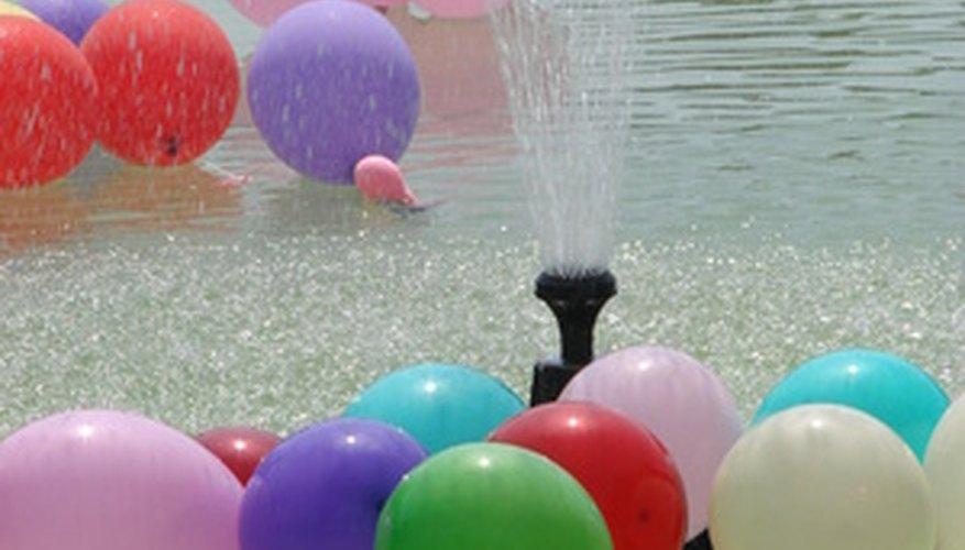 Los globos de agua divierten a niños y a adultos por igual.