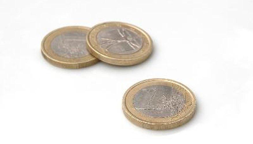 Usa objetos pequeños como las monedas para practicar las sustracciones.