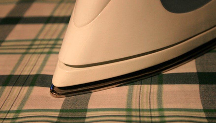 Los estampados térmicos se transfieren a la ropa calentando y activando apropiadamente el pegamento.