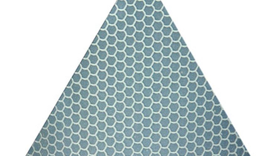 Hacer una pirámide triangular es muy simple si se tienen las herramientas correctas.