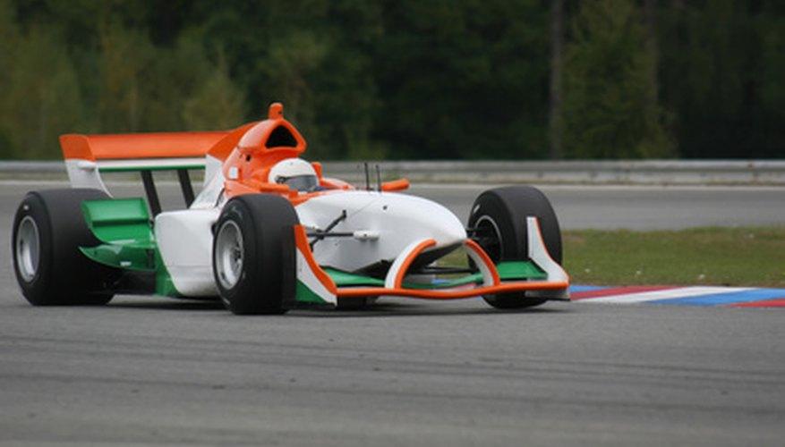 Los vehículos que están diseñados para las carreras pueden acelerar mucho más rápido que un automóvil normal.