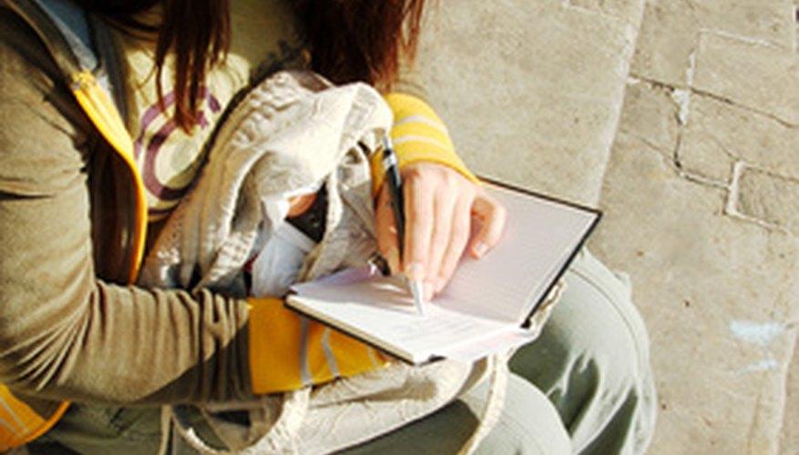 Los estudiantes hacen tareas interesantes. Los ensayos de personalidad les permiten desarrollar características notables sobre alguien o sobre sí mismos.