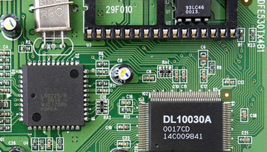 Una placa de circuito proporciona un lugar para un circuito integrado.