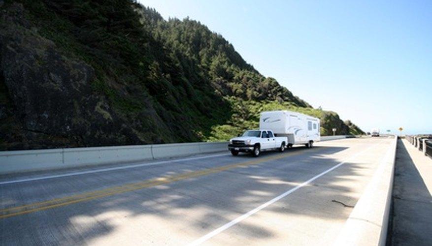 Remolcar una quinta rueda requiere una camioneta con suficiente par y potencia para el peso del remolque.