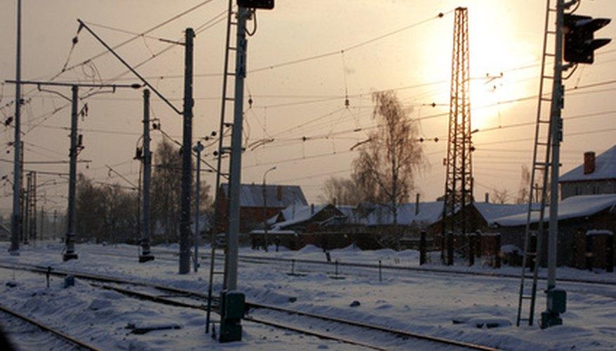 El clima, terreno y distancia dificultan la explotación de los recursos naturales de Rusia.