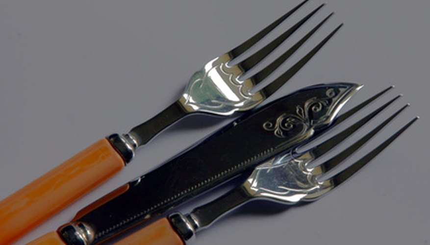Miscellaneous flatware made of stainless steel and plastic.