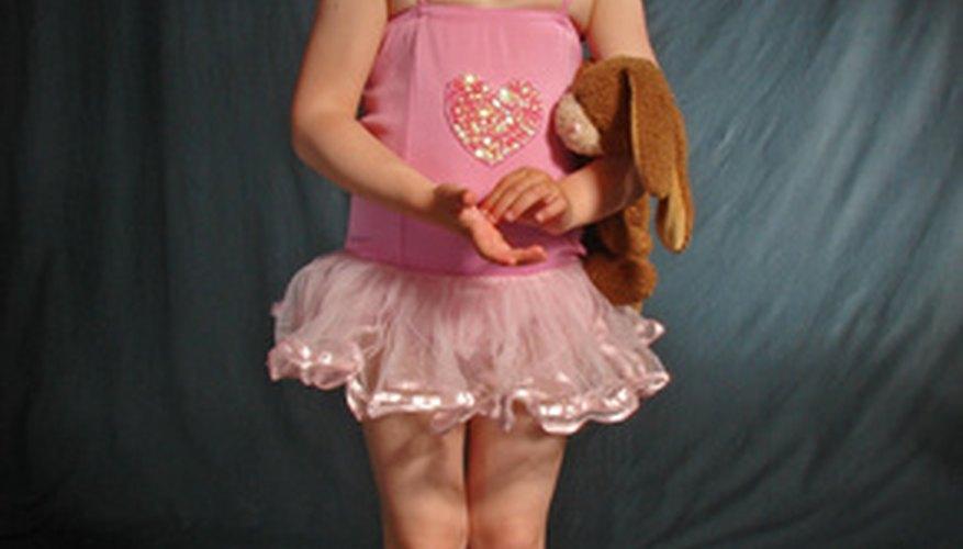 Una camisola de niña se puede convertir en un disfraz de princesa de cuento de hadas.