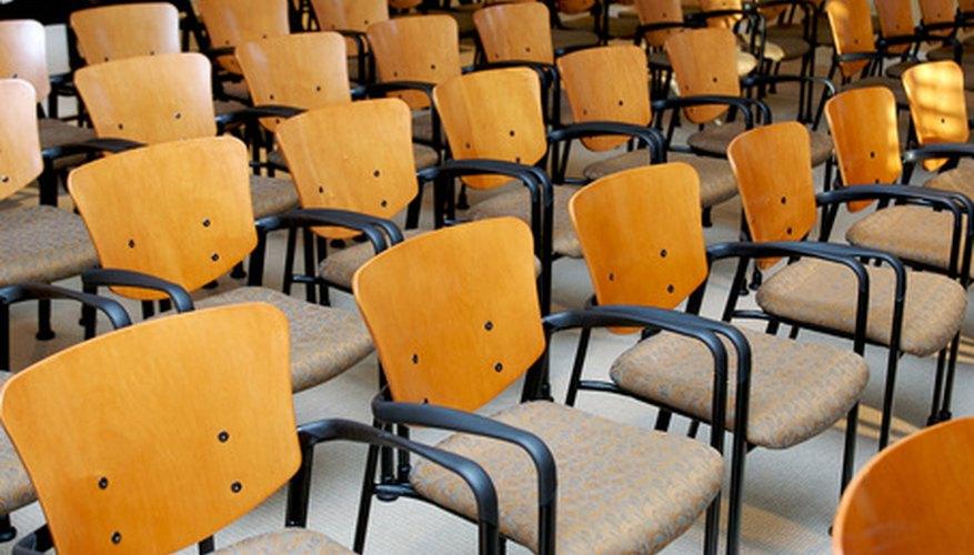 Los asientos permanentes mantienen la organización del coro.
