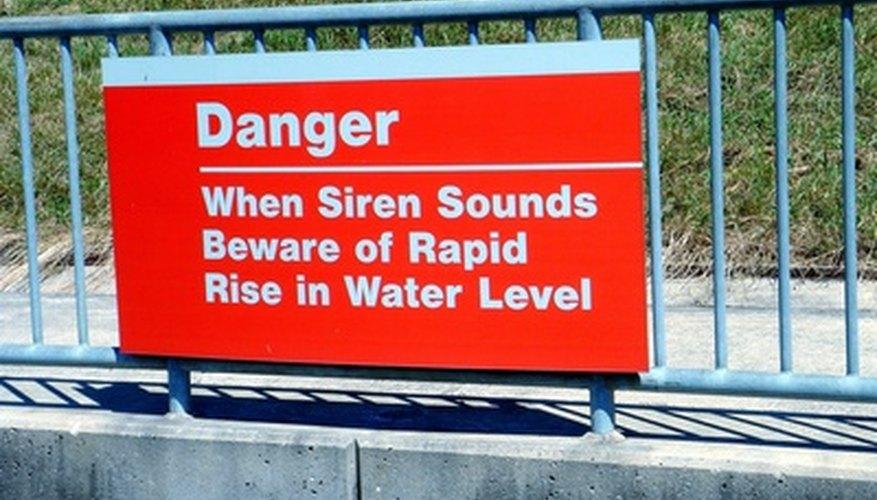 OSHA recomienda utilizar el código de color para señalar advertencias, como