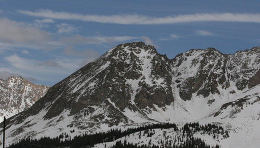 Si gritas hacia la cima de una montaña, se producirá el eco de tu voz.