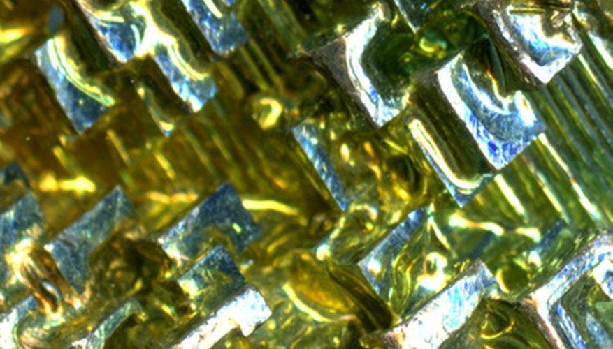 El bismuto es un mineral semi-metálico.
