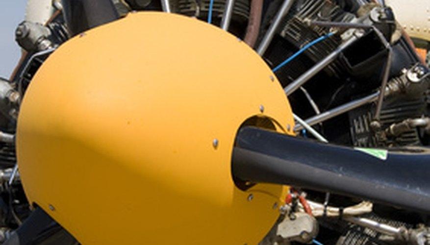 Algunos ingenieros mecánicos se especializan en aviación o mecánica aeroespacial