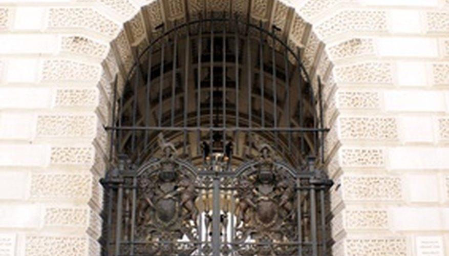 Un portón.