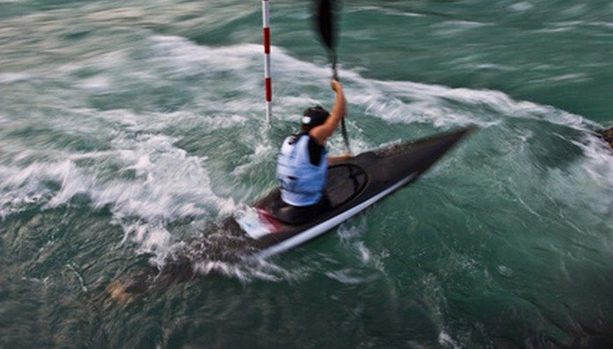 Practicar kayak es un deporte acuático estimulante, ya seas un aficionado o un profesional.