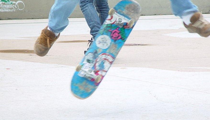 Un shove-it board spin es un popular truco flip en el juego.