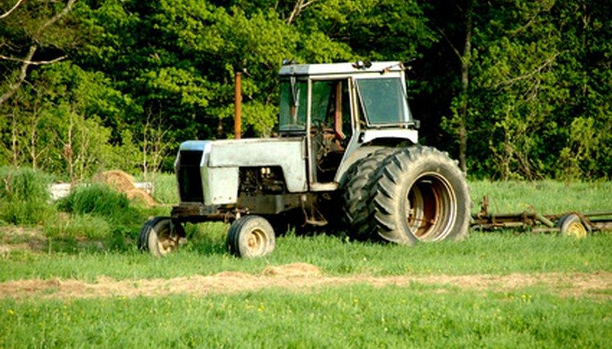 Los tractores de agricultura multiplican enormemente el torque en las líneas de conducción con engranajes.