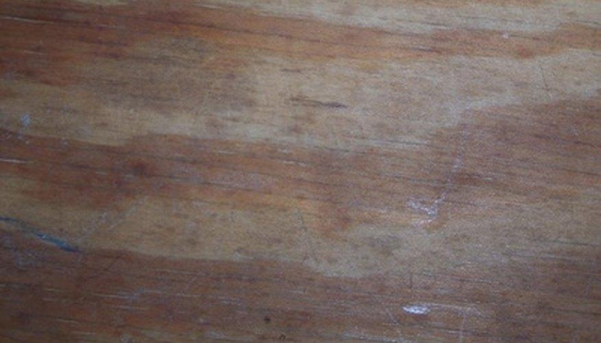 Dobla la madera contrachapada utilizando vapor al remojar.