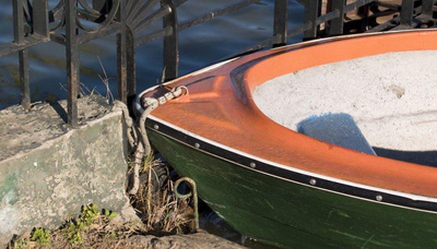 Los barcos se mantienen en la superficie por el principio de la flotabilidad.