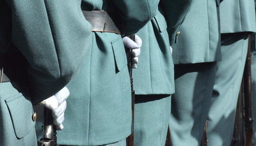 Los uniformes aumentan la disciplina.