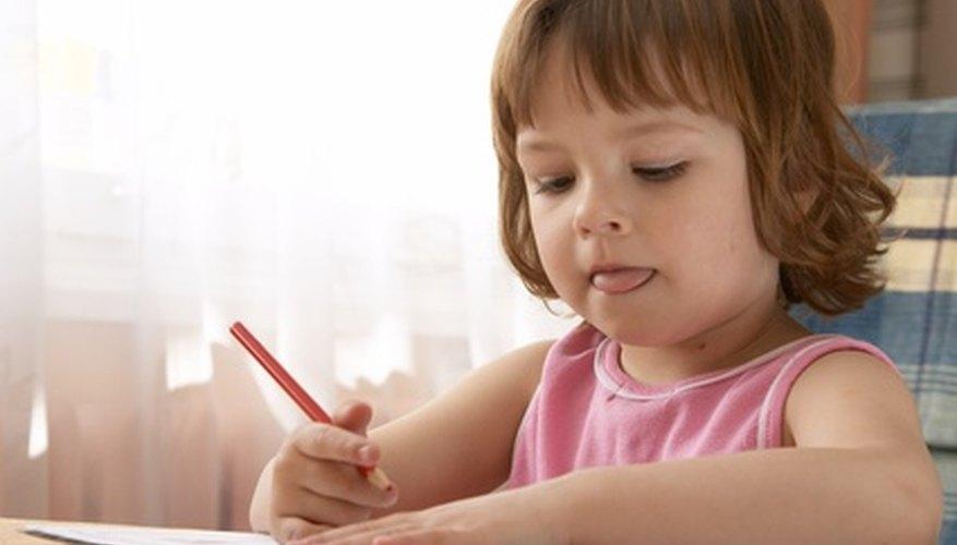 Los niños de preescolar pueden practicar la escritura de oraciones simples.