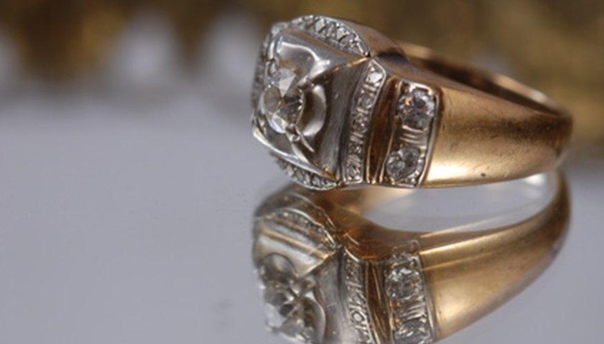 La tradición de los anillos de graduación posee más de un siglo de antigüedad.