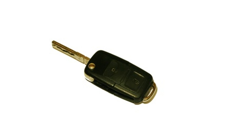 Después de cambiar la batería, junta y presiona los lados de la llave para unirlos.