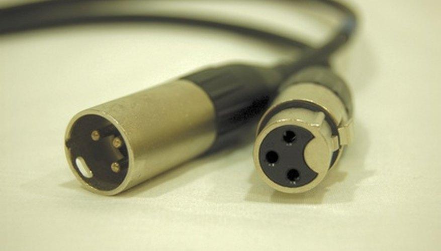 Un cable XLR tiene dos conectores hembra y macho distintos.