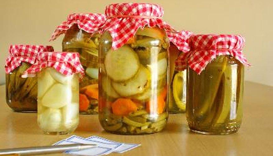 Aprende a hacer pickles en escabeche de todo tipo.