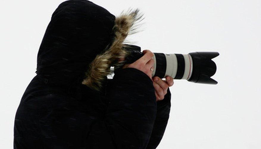 Los periodistas combinan habilidades, como la redacción y la fotografía.